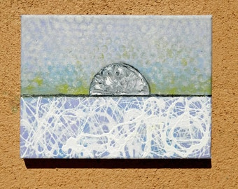 Panel abstract painting, diluted effect, measured medium, wall box, vivid colors.