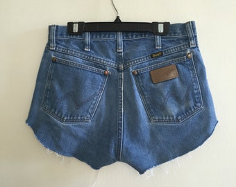 Perfect vintage cut off wrangler denim shorts size 30