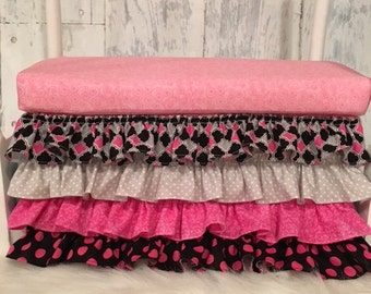 One-sided Bed Ruffle Prop