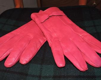 Vintage 1980s leather bright pink ladies gloves