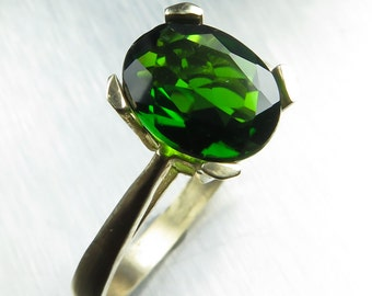 2cts Natural Russian Chrome Diopside vivid green oval cut 9.10x7mm 9ct 375 yellow gold engagement ring all sizes