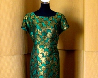 Vintage 1950s Green with Gold Lurex short evening dress. Size M/L