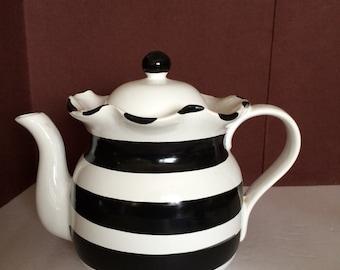 Teapot White with Black Diagonal Strips by Macy