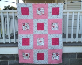 """HANDMADE QUILT - Surrounded - Throw size - 43""""x60"""" - Quilt for Sale"""