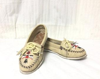 Minnetonka Size 8, Beaded, Moccasin, Slip On ,Shoes, Tan ,Leather,8