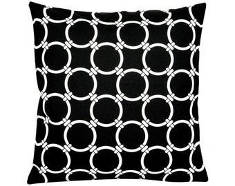Cushion cover LINKED black white 50 x 50 cm ring patterns graphically geometric