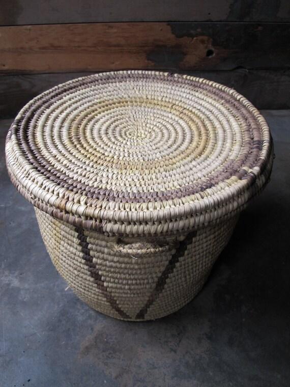 vintage woven tribal african basket with lid large. Black Bedroom Furniture Sets. Home Design Ideas