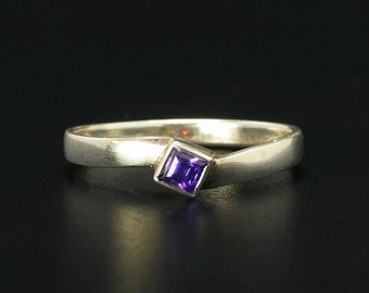 Purple CZ Sterling Silver Ring Size 7.75 Vintage