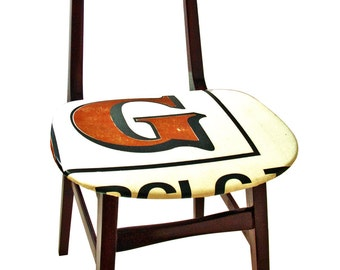 Wooden chair with seat and chair back recovered with pvc banner upcycling by Obgetti