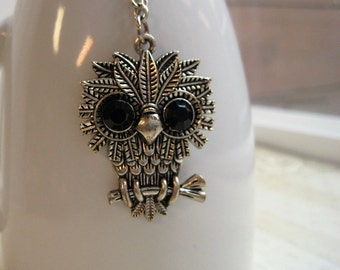 Vintage Owl Pendant / Groovy 70s Big Eye Owl Necklace