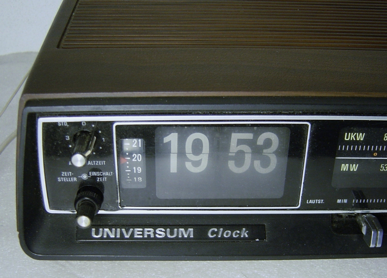 Universum Clock Klappzahlen Wecker Radio Alarm Clock Teak
