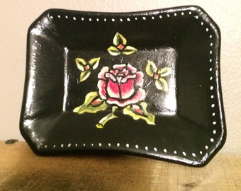 Hand painted traditional style rose jewelry or soap dish
