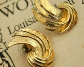 Vintage 1950s goldtone Swirl Flash Stud Earrings