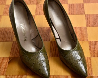 Vintage 1950's Olive Green Embossed Leather Stiletto Pumps size 8-8.5