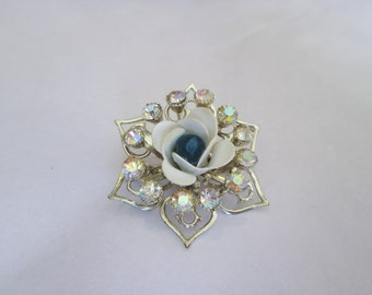 Vintage White Rose Gold Star Pin Brooch Navy Detail