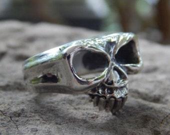 Silver Ring skull motif