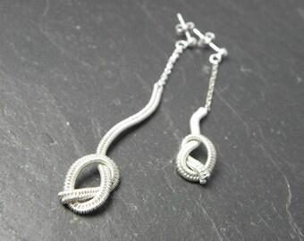 Knotted asymmetrical earrings Nellig in woven Sterling silver.