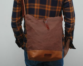 Messenger  bag waxed canvas,chocolatte color, closures in leather
