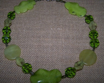 Green agate and glass bead necklace