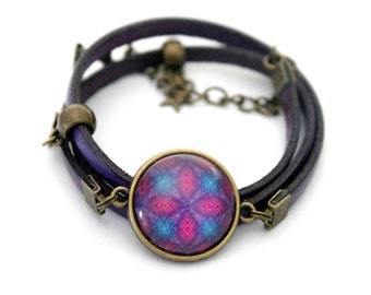 "Bracelet purple leather 3 rounds with cabochon ""Violet stars"