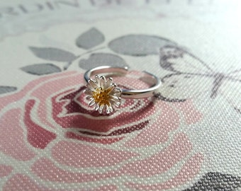 Pretty Sterling Silver Daisy Rings