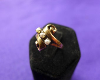 Ladies Vintage Estate  Unique Ring Solid Gold 14K with Three Pearls with  SZ-6.5