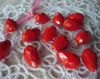 18pc Big Chinese-Red Teardrops. 12x8mm. Faceted, Opaque, True Lipstick Red, Drop-Glass Beads. 18pc  ~USPS Ship Rates/Oregon