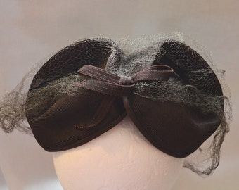 Cute Vintage Fascinator - Dark Brown with Veil, 1940s?
