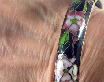 Vintage cloisonne bracelet. Cloisonné bangle. Black bracelet. Flower bracelet. Black bangle bracelet. Vintage jewelry. Chinese bangle  pink
