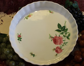 """White 9.5"""" Christineholm Tart or Quiche Pan with Pink Roses and Fluted Sides"""