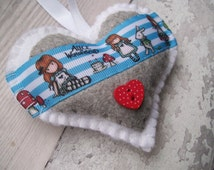 Alice in Wonderland Gifts, Hanging Hearts, Hand Sewn Gifts, Gifts for Teen Girls, Felt Hearts, Alice in Wonderland Props