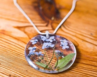 Forget-me-not resin pendant