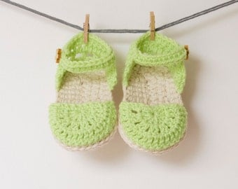 CROCHET PATTERN - Crochet Baby Booties Green Love - Baby Shoes - PDF