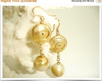 ON SALE Magic Spiral...unique Pearl earring, golden Pearl dangle, OOAK Pearl earring, ladies Pearl earring, magic spiral earring,short Pearl