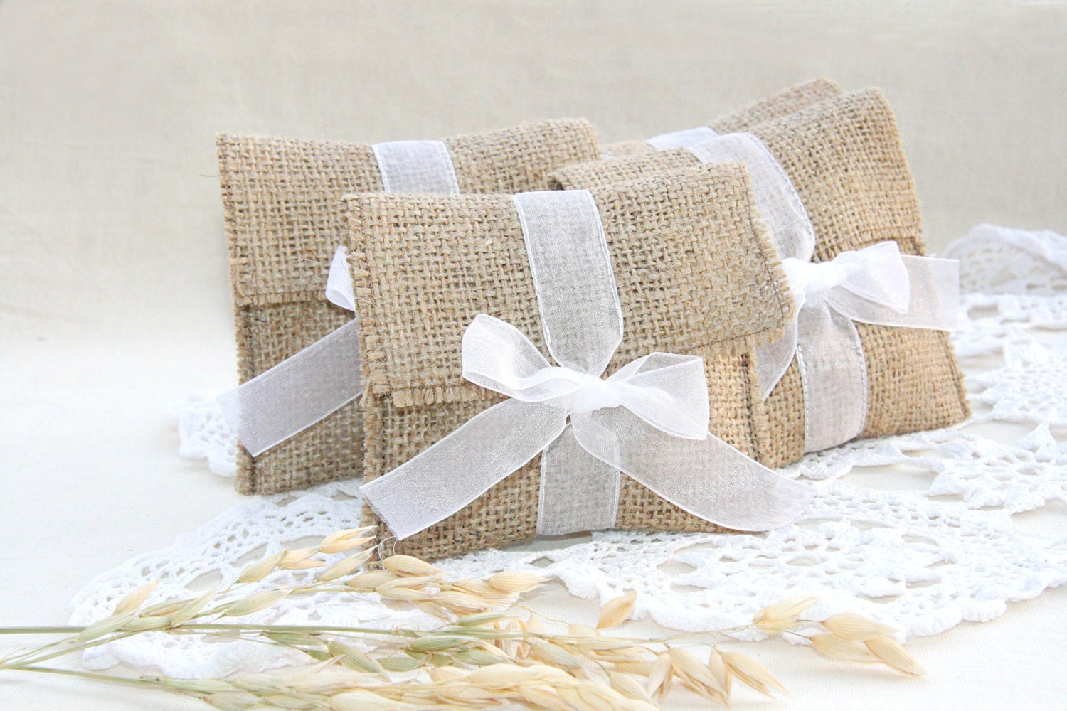Burlap favor bags rustic favor bags wedding favors bags for Wedding favor gift bags