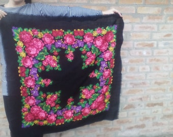Free shipping! Vintage woolen shawl in traditional style