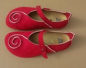 Holidays Sale 20%, free shipping, vegan Shoes, design  Shoes, vegan, design, Close Shoes, Flat Shoes, Red vegan Caracola Suede