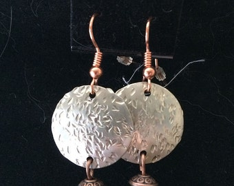Hammered Earrings w/Turquoise Howelite Rondell