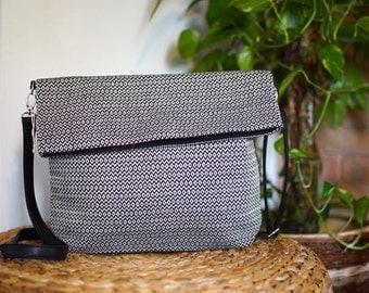 Shoulder bag made of handgewebtem fabric