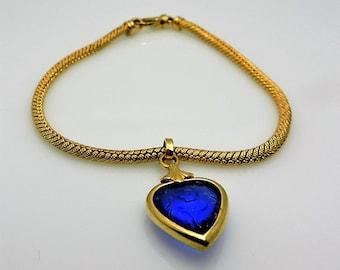 Gorgeous Lady's Yellow 14 Karat Engraved Mesh Bracelet Length 7.5 With One Heart Blue Stone