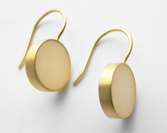 minimalisticher earrings in cream and gold, silver gold plated
