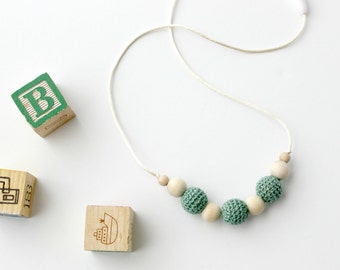 Crochet Wood Nursing Necklace for Mom Aqua Teething Necklace Natural Organic Baby Shower Gift for New Mom Fashion Chew Beads Baby Wearing