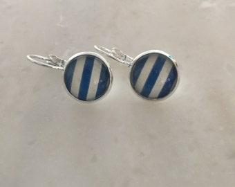 Delicate earrings NAVY/white 12mm