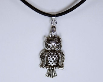 Necklace OWL-Uhu silver OWL on a black leather strap OWL jewelry bird necklace