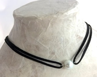 Glass pearl choker necklace