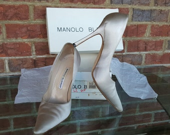 Vintage 90s Manolo Blahnik Armida Silver Satin Stilettos Pumps High Heels 1990s Size 37.5  7.5 ~~ Classic, Traditional, Old Hollywood, Pinup