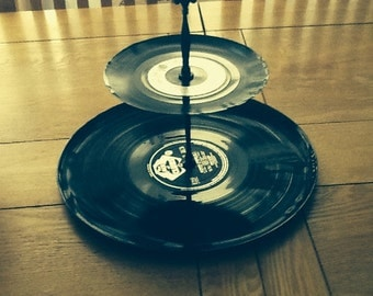 Vinyl Uplifted 2-Tier Cake Stand