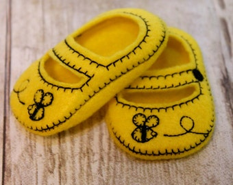 18 inch Doll shoes, Made to fit 18 inch Dolls like American Girl Doll, Handmade Mary Jane Shoes Made From Yellow felt With a Bumblebee