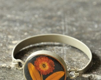 silver bracelet with flower included in resin / 1970