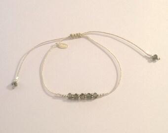Bracelet cordon soie japonaise et cristal de swarovski gris vert